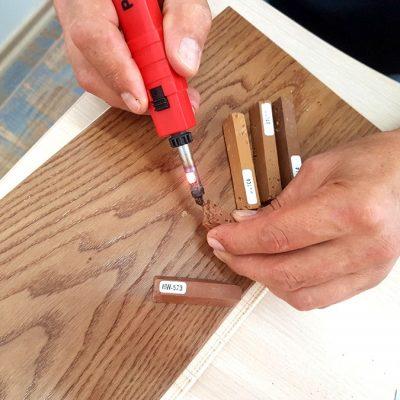 Cum reconditionezi parchetul de lemn? Poti face asta acasa, cu ajutorul catorva unelte simple