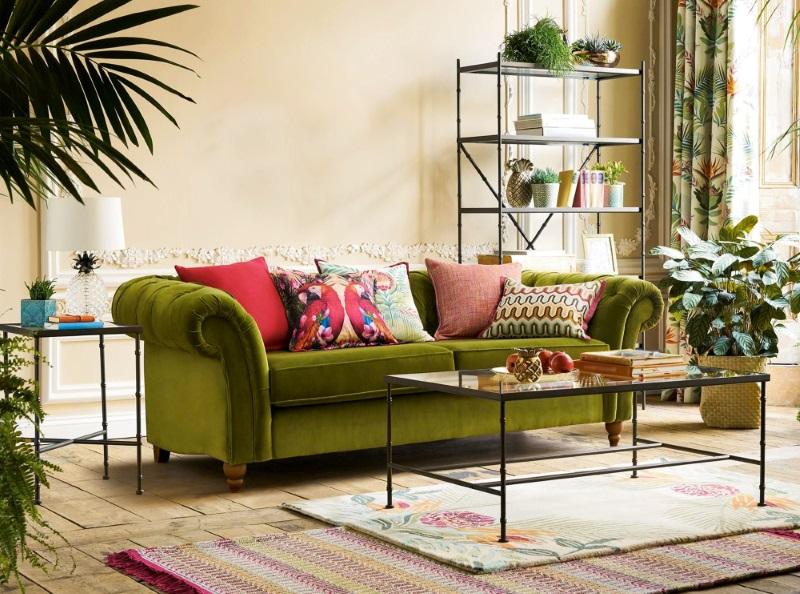 Living cu decorațiuni în diverse culori, pentru o casă de vis
