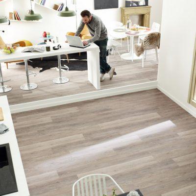 Bucătărie proaspăt renovată - petru renovări rapide în bucătărie ai nevoie de o pardosală potrivită