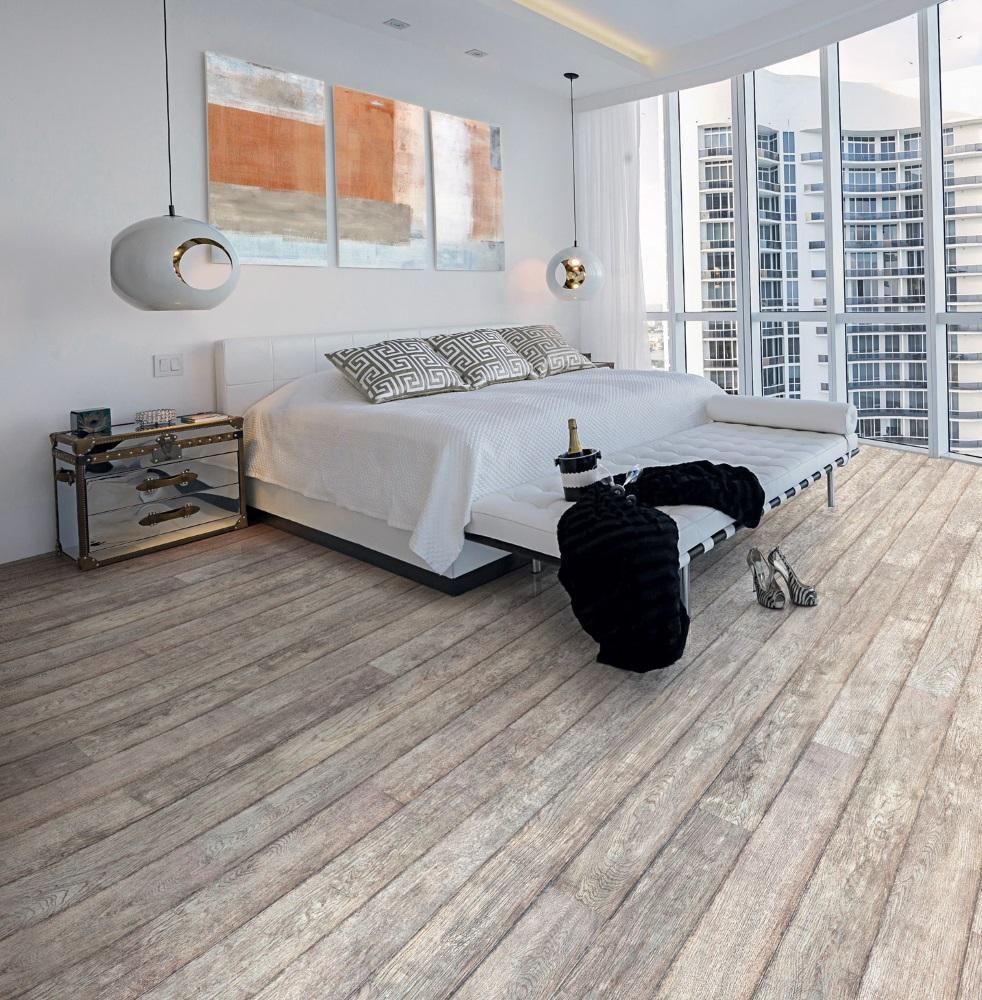 Dormitor cu pat alb și parchet din lemn Performance Fashion