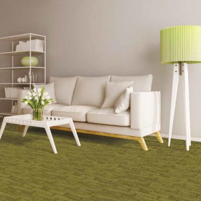 Mochetă verde în carmeră de birou sau living