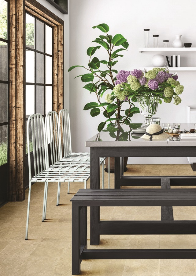 Dining cu masă și scaune și pardoseală din vinil de culoare bej
